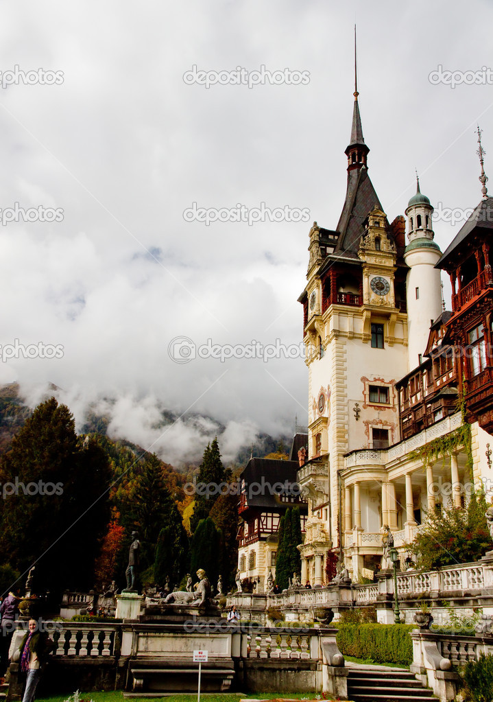 Wiew at Peles Castle, Sinaia, kingdom residence in Romania. — Stock Photo #5889706