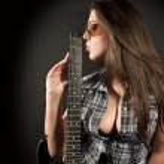 Girl kiss guitar — Stock Photo