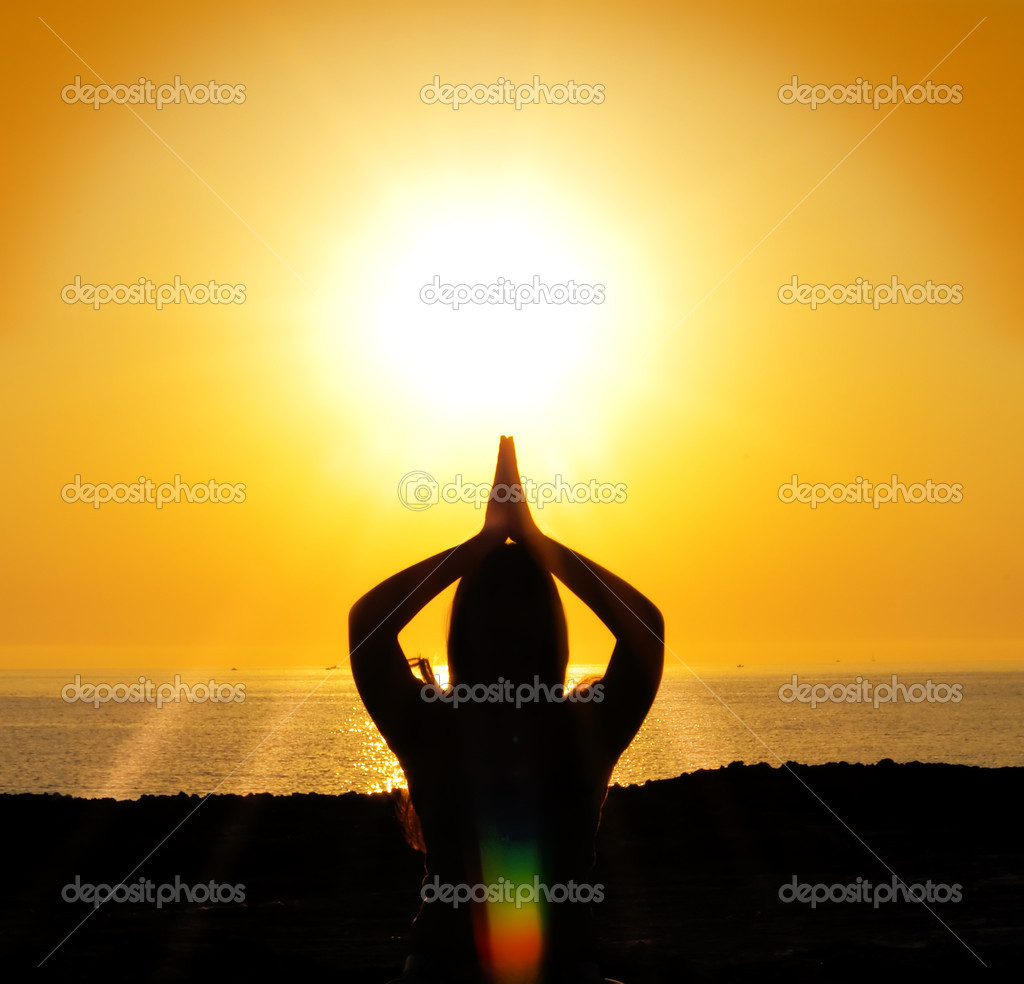 A beautiful yoga silhouette in the sun — Stock Photo #6208847
