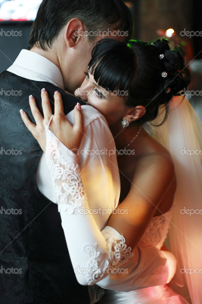 Bride and groom dancing in the restaurant — Stock Photo #5739049