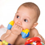 gentil bébé avec des jouets — Photo