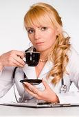 Lekarz pije herbatę — Zdjęcie stockowe