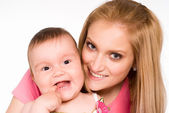 Smiling mom and baby — Stockfoto