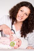 Arzt und baby — Stockfoto