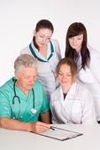 Artsen adviseren — Stockfoto
