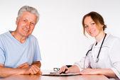 Krankenschwester mit patienten — Stockfoto