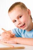 Young boy draws — Стоковое фото