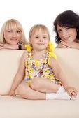 Rodziny na kanapie — Zdjęcie stockowe