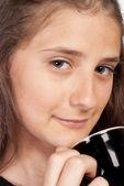 Menina com uma xícara — Foto Stock