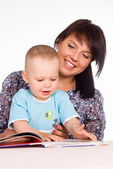 Mom read with baby — Stockfoto
