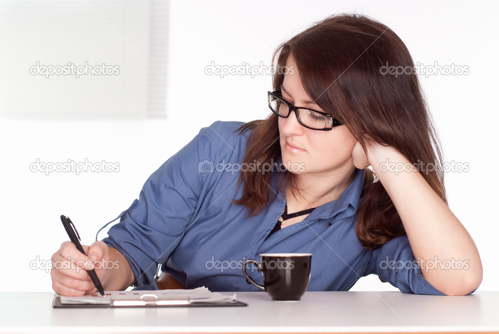 Pretty young woman working at the table — Stock Photo #6022528