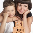 Mom and son constructing — Stockfoto