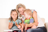 Mom with kids read — Stock Photo