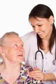 Verpleegkundige en leeftijd patiënt — Stockfoto