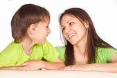 Madre e hijo en mesa — Foto de Stock