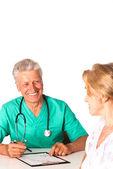 доктор с пациентом — Стоковое фото