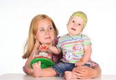 Mutter mit Kind am Tisch — Stockfoto