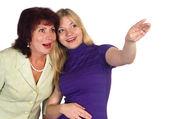 Dospělé máma a dcera na bílém pozadí — Stock fotografie