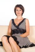 Mujer agradable en el sofá — Foto de Stock
