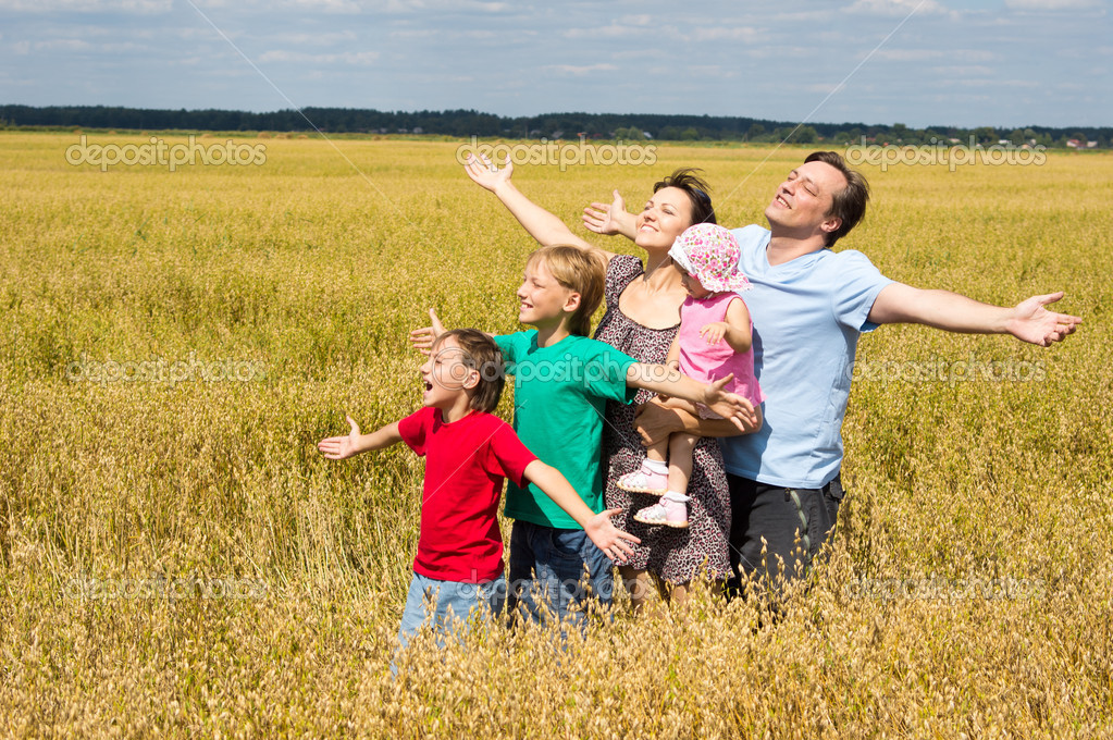 Cute family of a five playing at field — Stock Photo #6579991