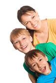 Söta mamma med söner — Stockfoto
