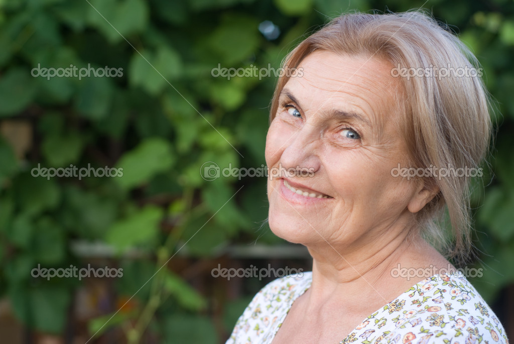 Portrait of a cute aged woman at nature — Stock Photo #6682626
