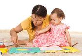 Mamá juega con hija — Foto de Stock