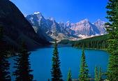 Maroon lago, parque de banff, alberta — Foto de Stock