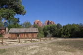 Cathedral Rock and Cabin Sedona Arizona — Stock Photo