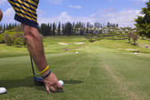 Golfer Teeing Off on Maui — Stock Photo