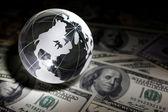 Globe and dollar — Photo