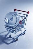 Globo y carrito de compras — Foto de Stock