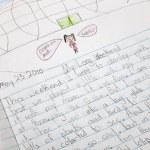 dziecko pisze — Zdjęcie stockowe