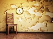 Krzesło drewniane i ładny zegar na tło grunge — Zdjęcie stockowe