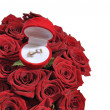 Red rose box & ring — Stockfoto