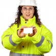 Female construction worker holding one blank card — Stock Photo