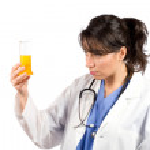 kobieta lekarz kolby do badań — Zdjęcie stockowe