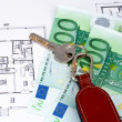 Key and money on home plan — ストック写真