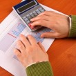 Business woman calculating — Stock Photo