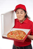 Pizza levering vrouw — Stockfoto
