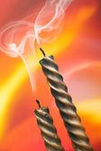 两支蜡烛和烟 — 图库照片
