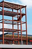 Konstrukcji stalowych oraz budowie żuraw zestaw przeciw błękitne niebo — Zdjęcie stockowe