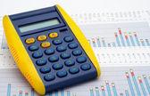 калькулятор на заработки диаграммы — Стоковое фото