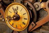 Antique grunge clock — Stockfoto