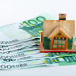 House and euro bills — Stock Photo
