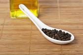 Peppercorns in the spoon — 图库照片