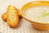 キノコのスープとパンのクルトンのクリーム — ストック写真