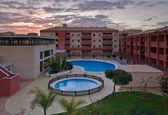 Moderne appartementen met zwembaden — Stockfoto
