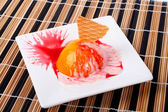 Dessert with peach, cracker and cream — Stock Photo