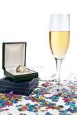 Bicchiere di champagne con anello — Foto Stock